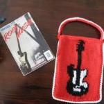 gitar-desenli-örgü-kitap-çantası-modeli