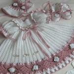 Tığ-İşi-Bebek-Elbisesi-Örnekleri-1